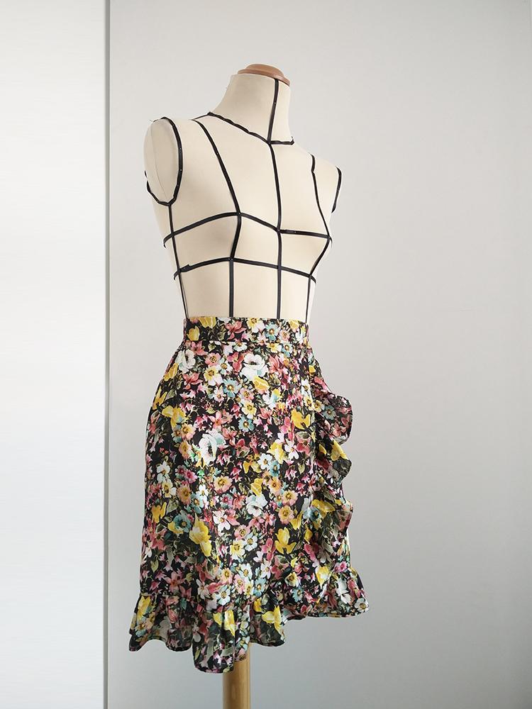 minifalda_cruzada_con_volantes_y_flores