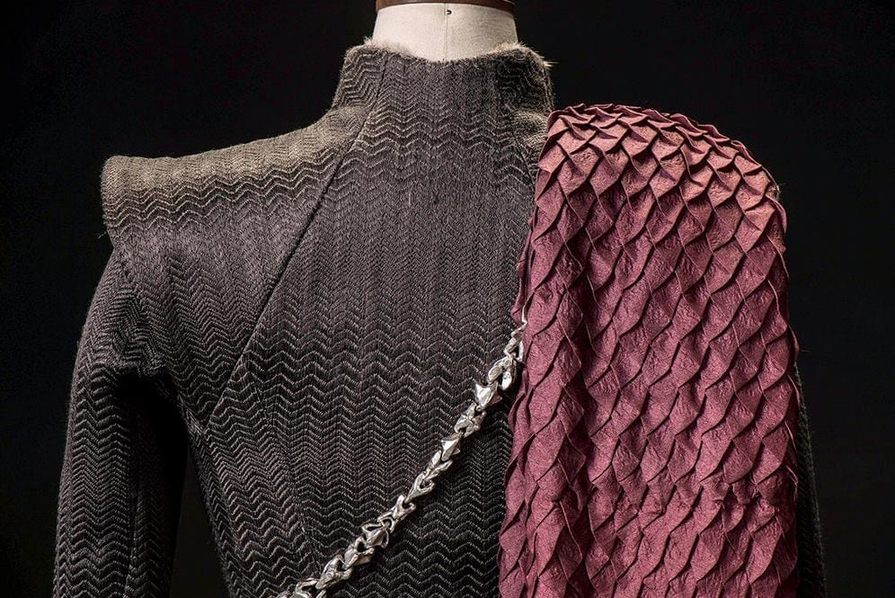 Daenerys_dragon_scale_pleat_tutorial_1